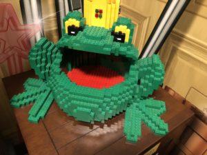 レゴのカエルの写真