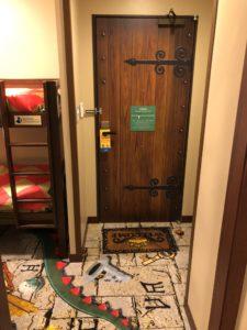 部屋の扉の写真